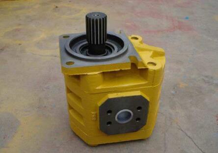 沃尔沃挖掘机齿轮泵配件更换